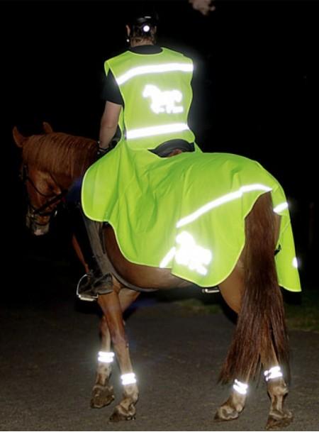 Захисна, світловідбиваюча попона на задню частину коня НКМ 125 см з 100% поліестеру та хромованими пряжками Фото