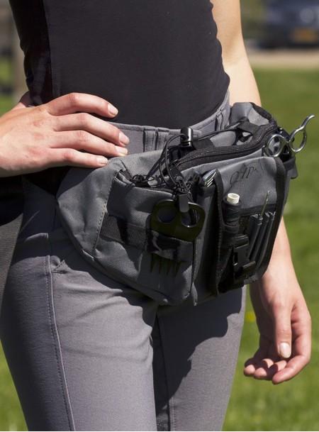Сумка – ремінь з набором для догляду за гривою скакуна від ТМ QHP Фото